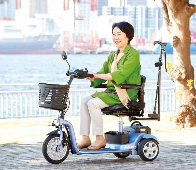 小回りができて女性でも操作しやすい!ハンドル型電動車いすS638 スマートパル ライトの画像