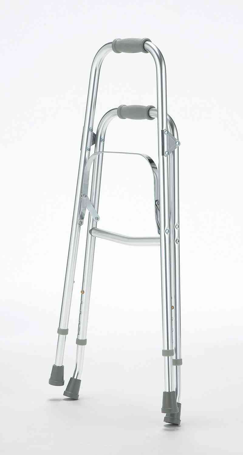杖では不安、片手しか使えない方でも安定して歩行できる『サイドステッパーFB』の画像