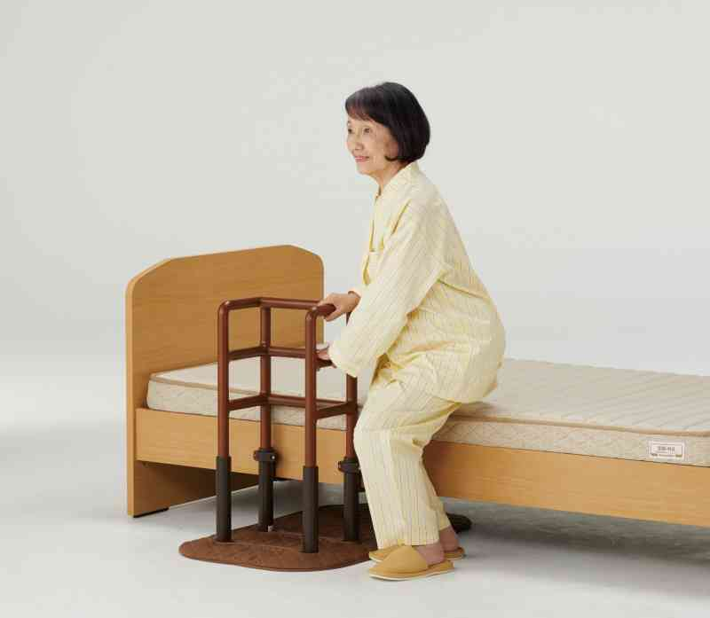玄関、寝室、リビングどこでも使える手すり『木製どこでも手すりFB-F2』の画像